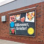 """Sistema de caixilho em aço para banners """"Wall"""" galvanizado a quente, inclui banner PVC Frontlit"""