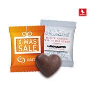 Biscoito de gengibre em forma de coração em embalagem promocional
